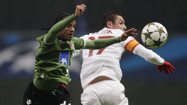 Braga's Leandro Salino (L) fights for the ball with Galatasaray's Burak Yilmaz during their Champions League Group H match