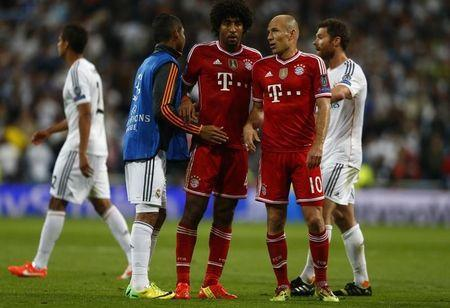 Bayern Munich's Dante and Robben react after losing to Real Madrid in Champion's League semi-final first leg soccer match in Madrid