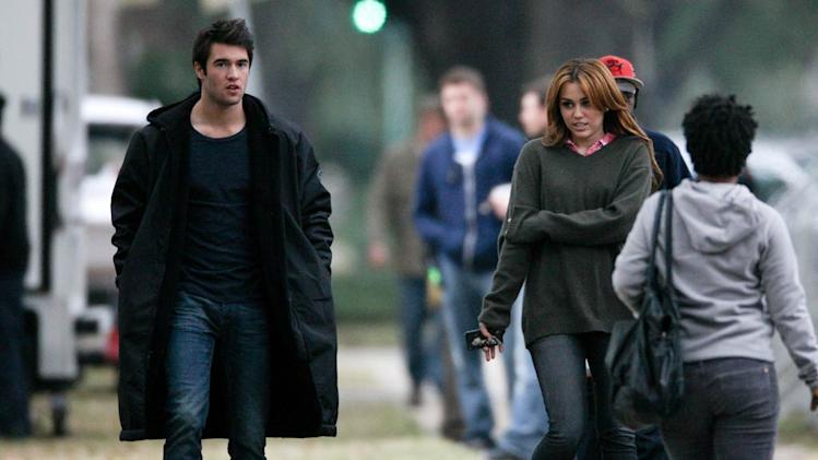 Miley Cyrus I m Like Sooo Undercover Movie Set