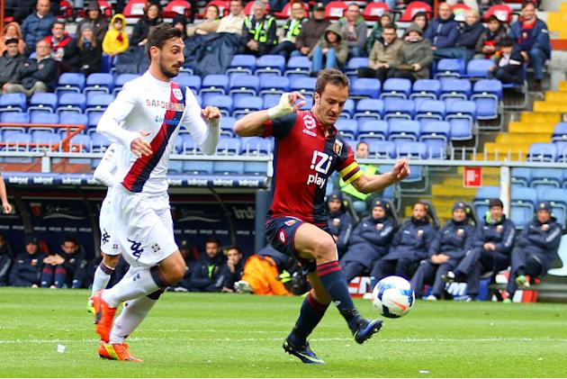 Genoa's Alberto Gilardino controls the ball during a Serie A soccer match between Genoa and Cagliari, at Genoa's Luigi Ferraris Stadium, Italy, Saturday, April 19, 2014