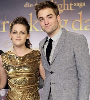 Kristen Stewart 'Bombarding Robert Pattinson With Calls' Despite 'Lack Of Valentines Day Affection'