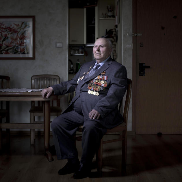 In this photo made Thursday, April 11, 2013, Soviet Jewish World War Two veteran Gregory Stinman, 87, poses for a portrait at his house in the southern Israeli city of Ashdod. Stinman joined the Red A