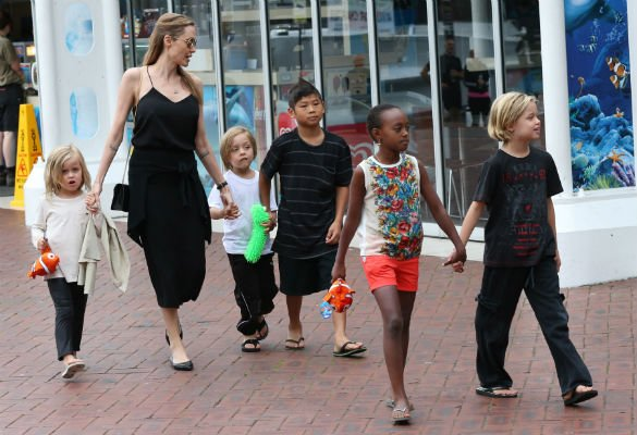 Angelina Jolie's Children Cheer Her On As She Gives Inspirational Speech At The Kids' Choice Awards