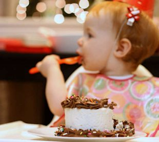 12 tips for throwing a stress free first birthday!