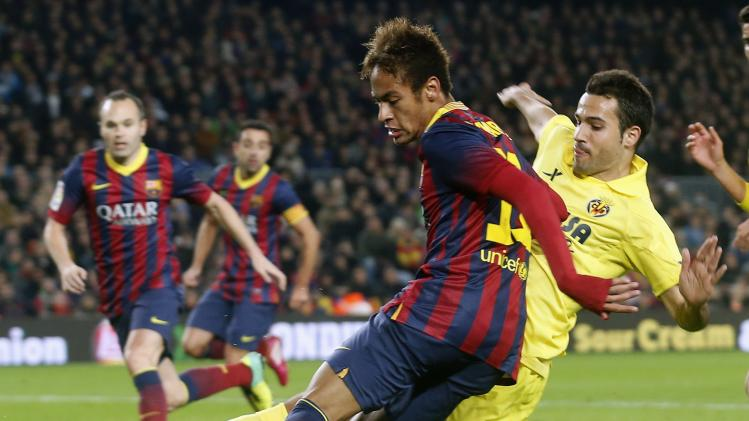 Barcelona's Neymar shoots the ball against Villarreal's Mario Gaspar during their Spanish First Division soccer match at Camp Nou stadium in Barcelona