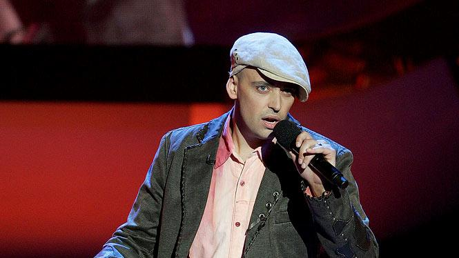 Phil Stacey performs as one of the top 8 contestants on the 6th season of American Idol.