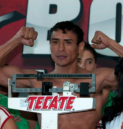 Edgar Sosa during weight ceremony before saturday combat/Edgar Sosa durante el pesaje previo a la pelea del sabado/26-oct-2012/MEXSPORT/OSWALDO AGUILAR.