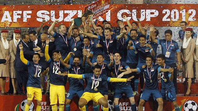 Singapore celebrate with the trophy after their AFF Suzuki Cup 2012 win over Thailand in Bangkok