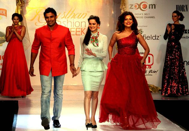 Akshay and Sonakshi at Rajasthan Fashion week