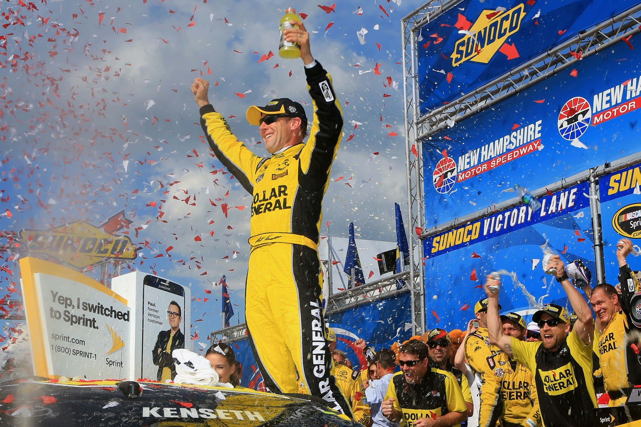 Kenseth avoids the late-race chaos, wins in New Hampshire