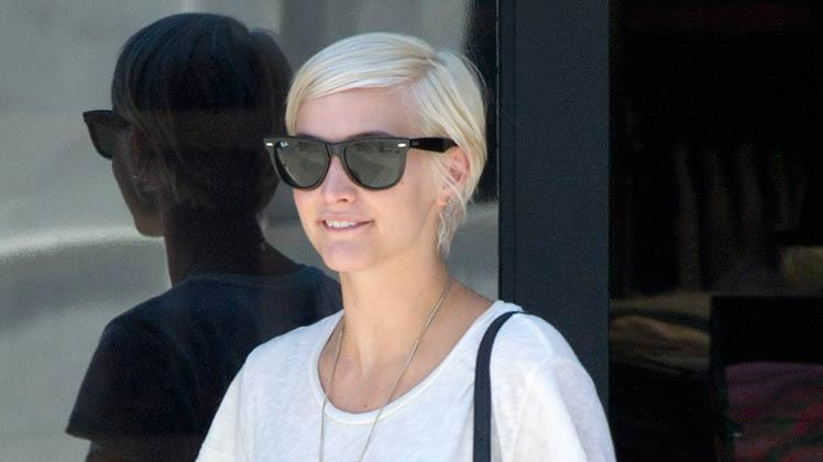 Ashlee Simpson Shopping