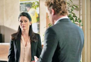 Robin Tunney and Simon Baker | Photo Credits: Colleen Hayes/Warner Bros