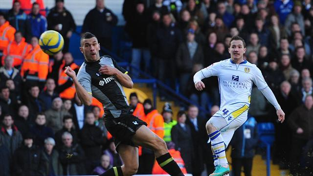 Football - Leeds stun Spurs