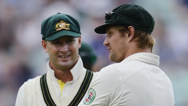 Australia's captain Michael Clarke (L) speaks with teammate Shane Watson during the fifth Ashes test cricket match against England at the Oval cricket ground in London August 25, 2013. (Reuters)