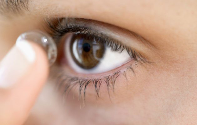 Poor contact lense hygiene could lead to the need to undergo corneal transplant (Thinkstock photo)