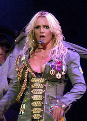 2011 Billboard Music Awards: Britney Spears' Performances Underwhelm