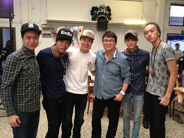 "Five of the ""Ah Boys"" cast will be involved in ""The Lion Men"": (from left) Maxi Lim, Wang Wei Liang, Charlie Goh, director Jack Neo, Noah Yap and Tosh Zhang. (Yahoo! photo)"