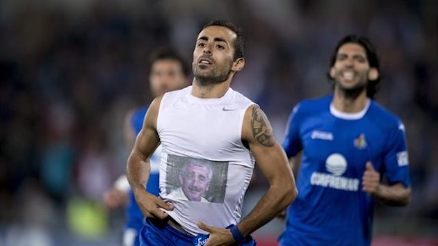 Getafe's midfielder Diego Castro wears a shirt depecting a picture of Manolo Preciado, former coach of Racing Santander footbal team, while celebrating after scoring