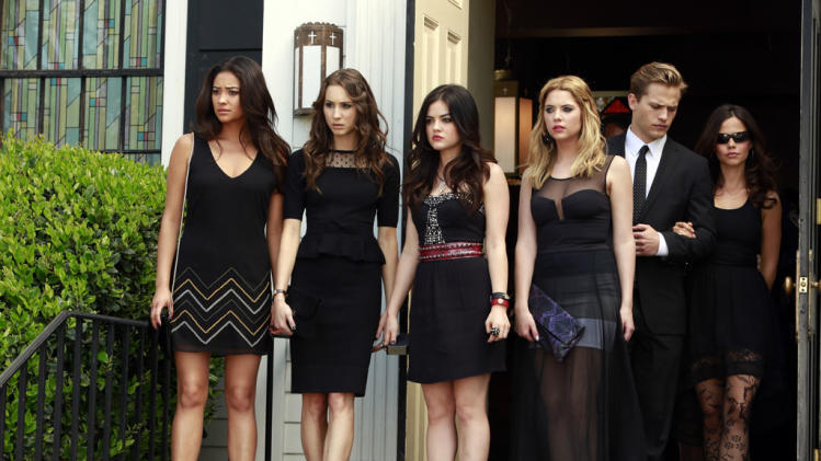 """Pretty Little Liars"" -- ""A is for A-L-I-V-E"" Shay Mitchell, Troian Bellisario, Lucy Hale, Ashley Benson, Wyatt Nash, Tammin Sursok"