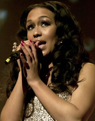 VIDEO: Rebecca Ferguson Covers Drake & Rihanna's 'Take Care' On Tour