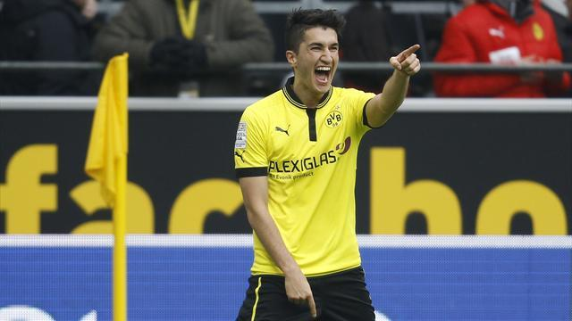 Bundesliga - Lewandowski and Sahin at the double for five-goal Dortmund