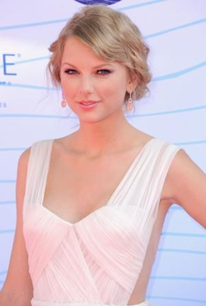 Taylor Swift arrives at the 2012 Teen Choice Awards at Gibson Amphitheatre in Universal City, Calif. on July 22, 2012  -- Getty Premium