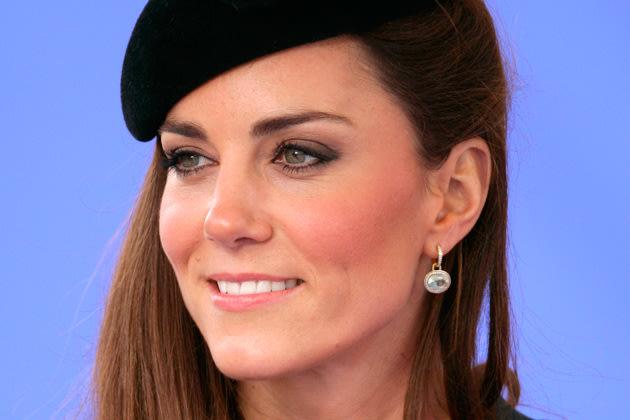 Breite Augenbrauen: Kate Middleton trägt dick auf (Bild: Getty Images)