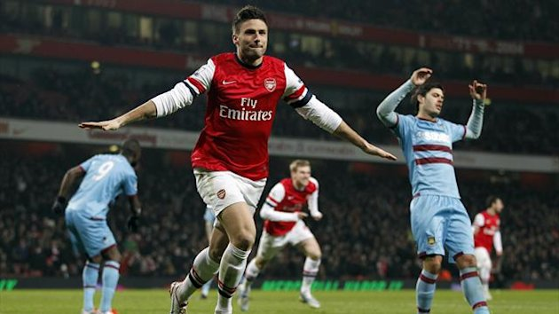 Arsenal's French striker Olivier Giroud (C) celebrates scoring his team's second goal to take a 2-1 lead
