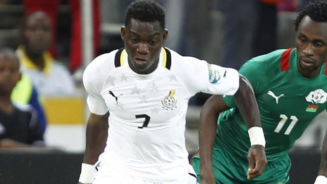 Premier League - Chelsea sign Atsu, loan him to Vitesse