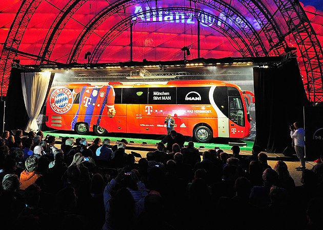 Bayern Munich unveiled their new bus with the help of a magician, and it was ridiculous