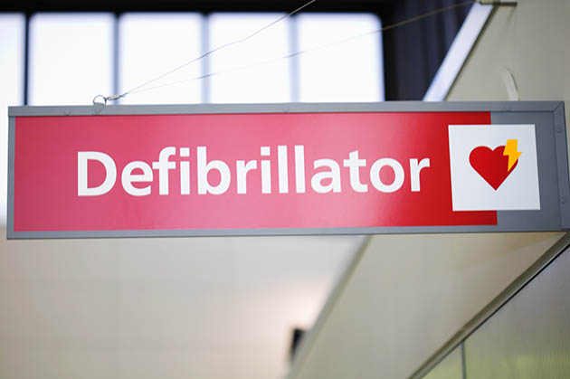 Defibrillator sign (file photo via Thinkstock)