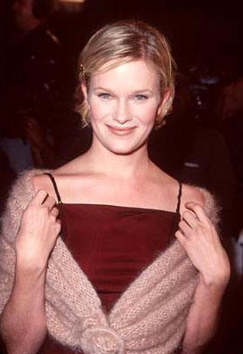 Premiere: Nicholle Tom at the Westwood premiere of Columbia's Cruel Intentions - 2/25/1999