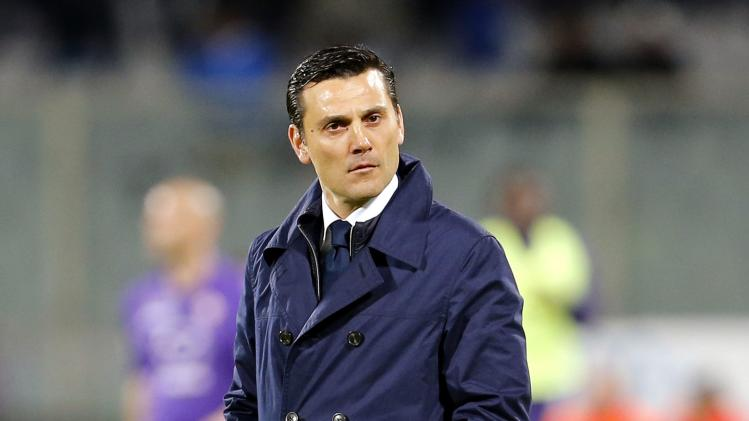Fiorentina's coach Montella leaves the field after the first half of their Italian Serie A soccer match against AS Roma in Florence