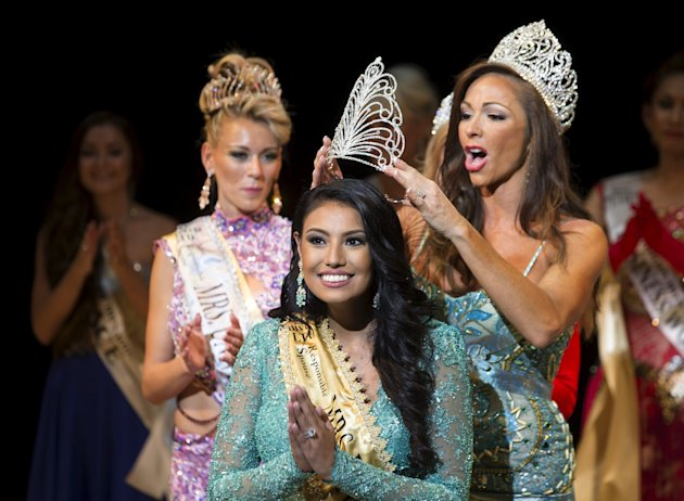 Ashley Burnham of Canada reacts as she wins the Mrs. Universe 2015 contest in Minsk, Belarus, August 29, 2015.  REUTERS/Vasily Fedosenko