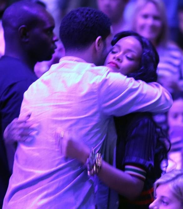Rihanna Hints That She Is Pregnant With Her First Child In New Song