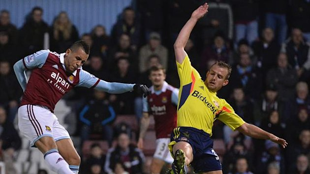 West Ham's Ravel Morrison shoots on goal during the clash against Sunderland (Reuters)