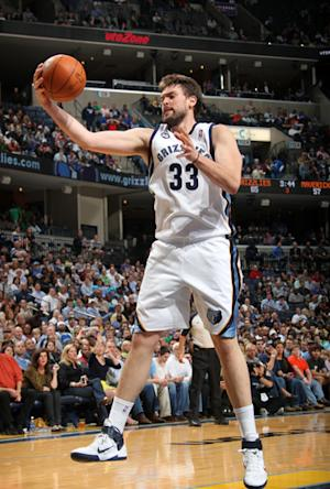 Gasol, Conley lead Grizzlies past Mavericks 96-85