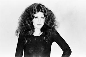 Gilda Radner Fans Say Gilda's Club Name Change Is an Insult to the Comedienne
