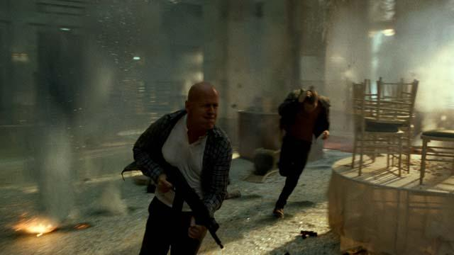 'A Good Day to Die Hard' Clip: Big Ole Bird