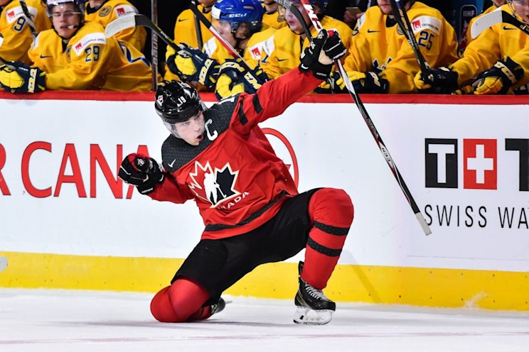 MONTREAL, QC - JANUARY 04: Dylan Strome #19 of Team Canada celebrates his third period goal during the 2017 IIHF World Junior Championship semifinal game against Team Sweden at the Bell Centre on January 4, 2017 in Montreal, Quebec, Canada. (Photo by Minas Panagiotakis/Getty Images)