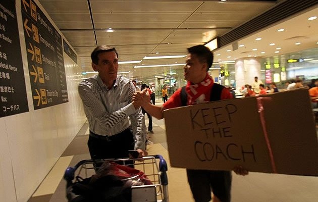 Avramovic being greeted by a supporter at the airport (photo courtesy of FAS)