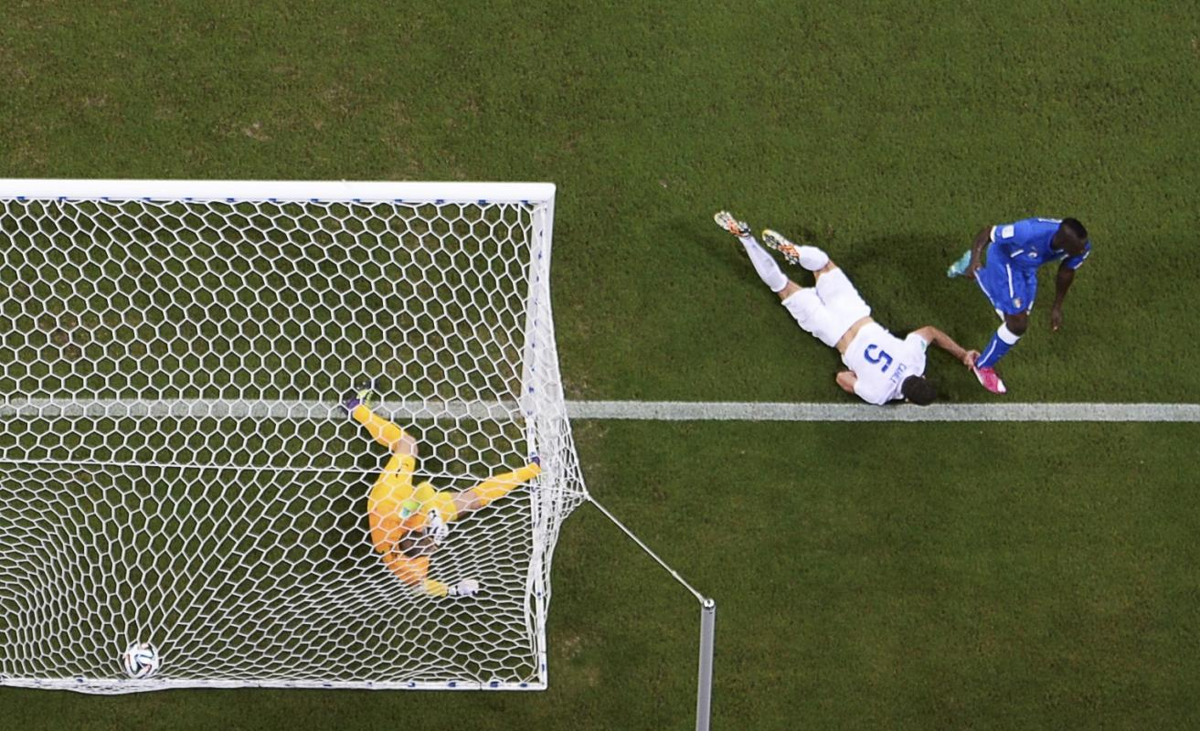 Italy's Balotelli scores a goal during their 2014 World Cup Group D soccer match against England at the Amazonia arena in Manaus