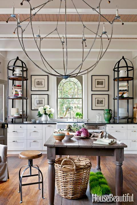 A Gracious and Airy Kitchen