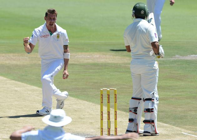 1st Test: South Africa v Pakistan - Day 2