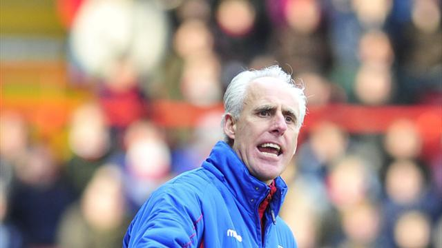 Football - McCarthy slams Ipswich defence