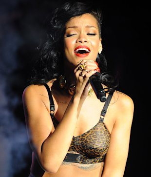 Rihanna and Taylor Swift Confirmed For 2013 Grammy Awards Performances