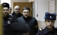 Yury Zarutsky (C) arrives for a court hearing in Moscow December 3, 2013. REUTERS/Maxim Shemetov