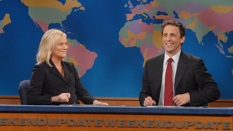 Amy Poehler and Seth Meyers co-anchor SNL's Weekend Update Thursdays. Fringe