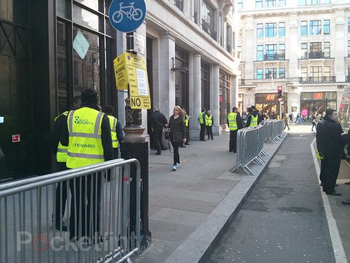 No iPad mini queue in London, you can walk in and buy one. iPad mini, Apple, Tablets, iPad, Apple Store 0