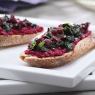Roasted Beet Crostini (82 calories a piece!)